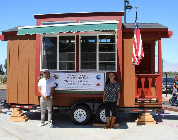 Engineering students build tiny house at Hartnell College